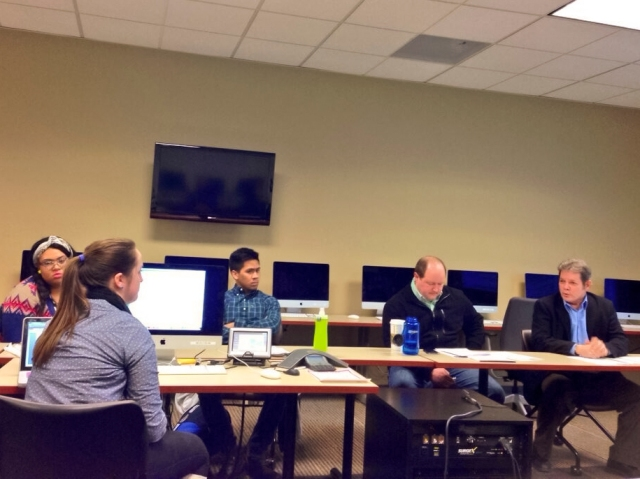 Bruce Evensen, far right, shares his vast knowledge of journalism ethics with SPJ/ONA DePaul. (Photo/Melanie Stone)